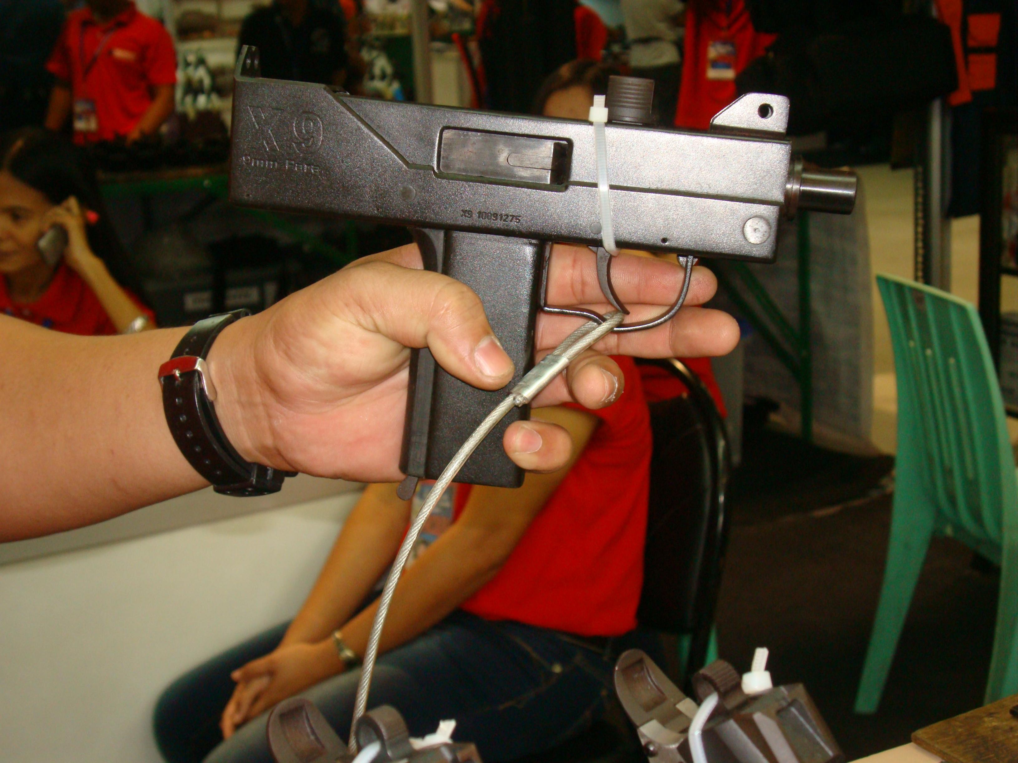 Visual Companion To A Manila Gun Show (2013)