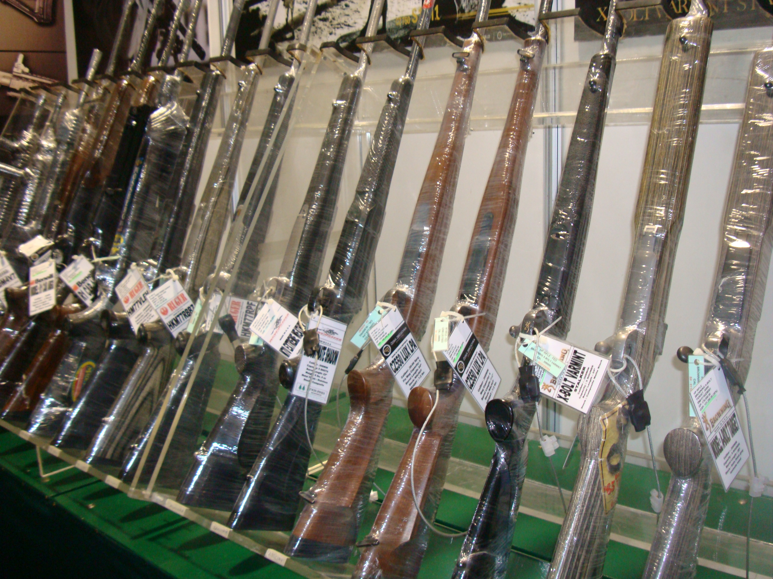 Visual Companion To A Manila Gun Show (2013)