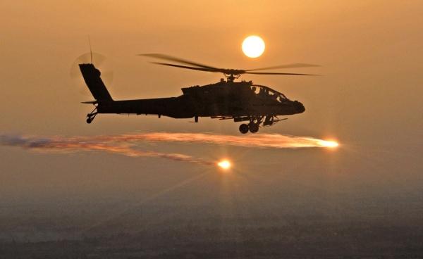 US AH-64 Apache 2