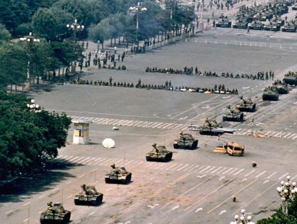 Chinese tank column Tiananmen