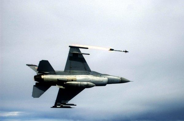 US F-16C firing missile